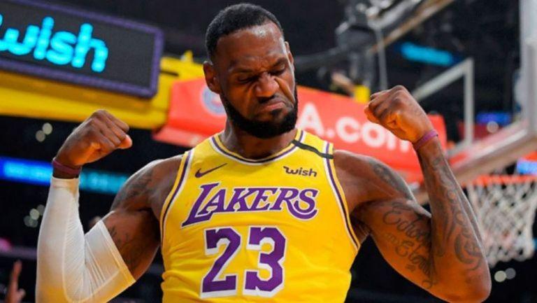 LeBron, tras encestar con los Lakers