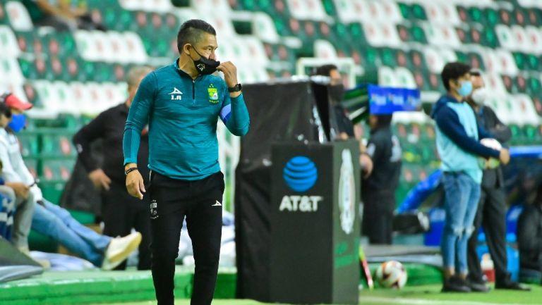 Ignacio Ambriz durante un partido con León