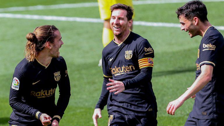 Jugadores del Barcelona festejan una anotación