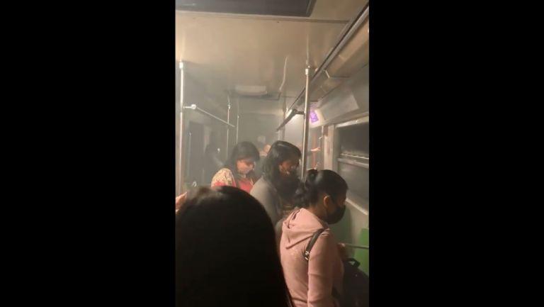 Usuarias del Metro durante la falla de la línea 8