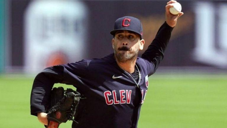 Oliver Pérez en acción con Cleveland