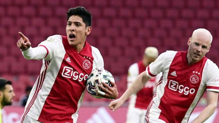 Edson Álvarez celebra anotación con el Ajax