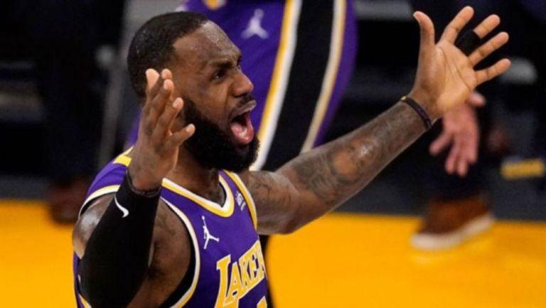 LeBron James, se molesta en juego de los Lakers