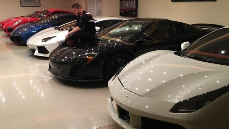 Canelo Álvarez: Presumió su colección de autos de lujo