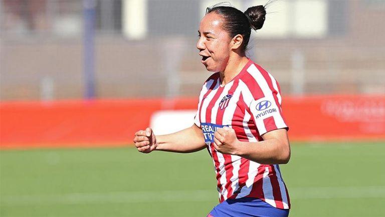Charlyn Corral festeja un gol con Atlético de Madrid