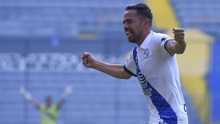 George Corral festeja un gol con el Puebla