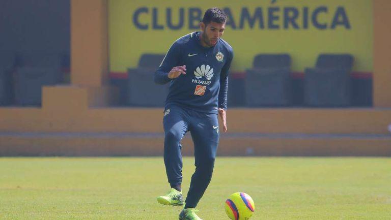 Silvio Romero en entrenamiento