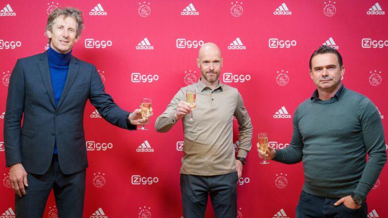 Van der Sar, Erik ten Hag y Marc Overmars tras la renovación