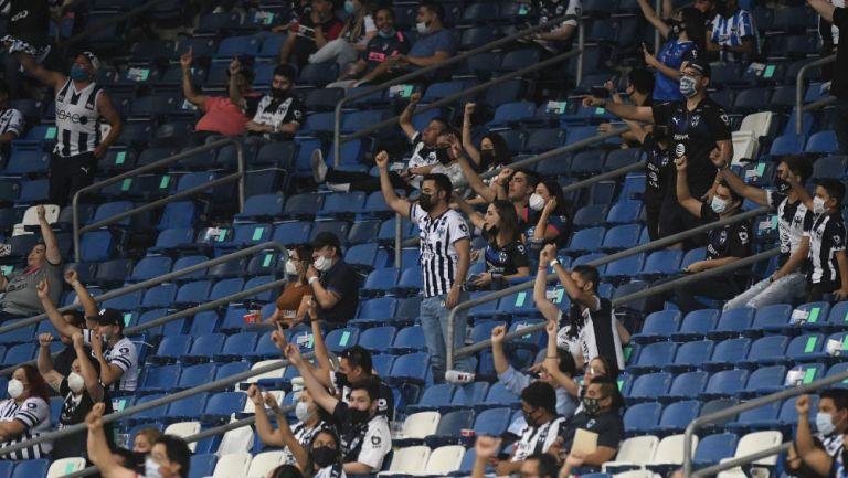 Afición de Rayados en el Estadio BBVA