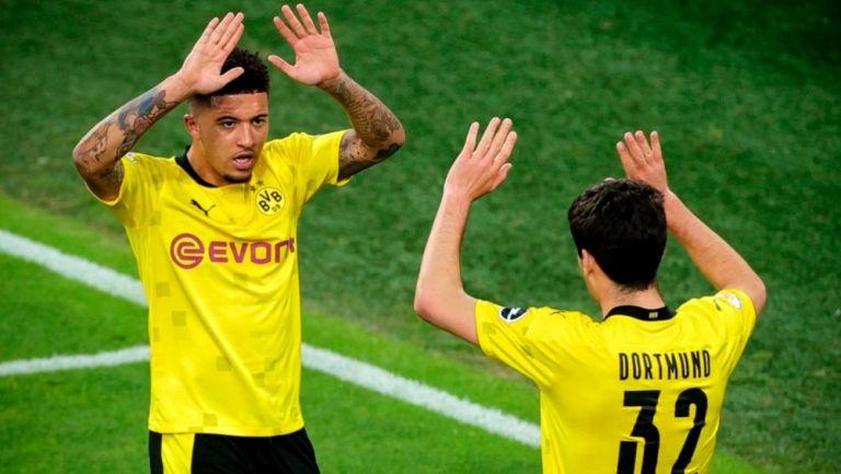 Sancho y Reyna festejando un gol a favor del Dortmund