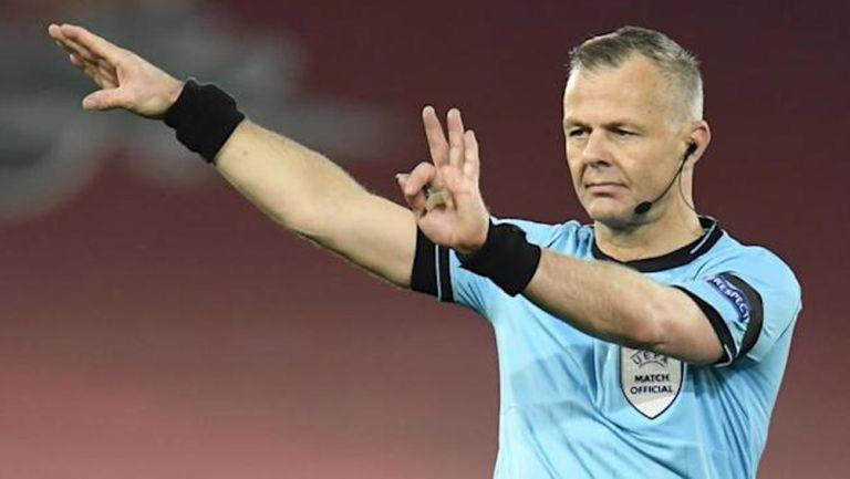 Björn Kuipers, dirige un juego de Champions League
