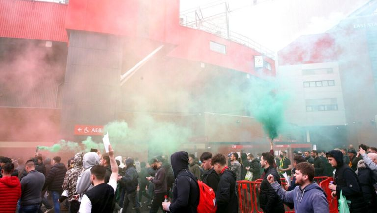 Aficionados del United se manifestaron