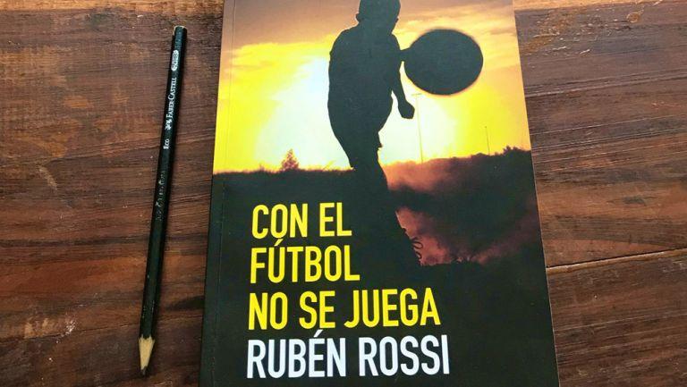 Portada del libro, 'Con el futbol no se juega'