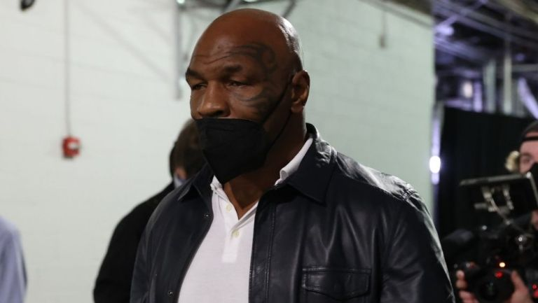 Mike Tyson en la última pelea del Canelo