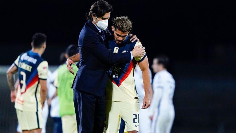 Henry es abrazado por Solari