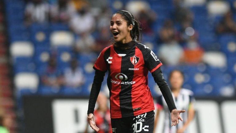Alison González en un partido con Atlas