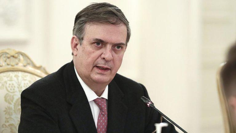 Marcelo Ebrard en una reunión con las autoridades de Rusia