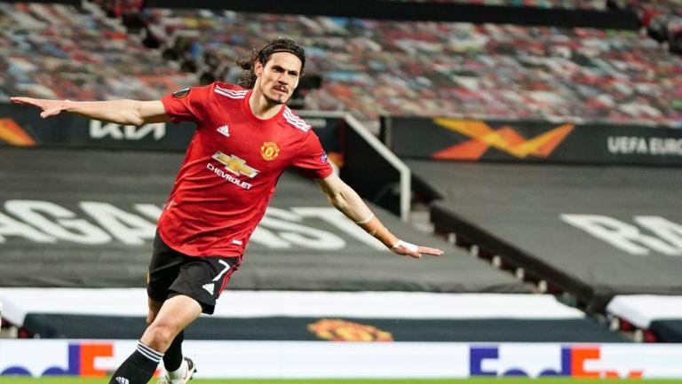 Edinson Cavani celebra gol con el Manchester United