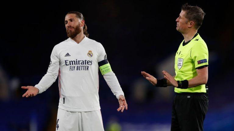 Sergio Ramos reacciona durante partido de la Champions frente al Chelsea