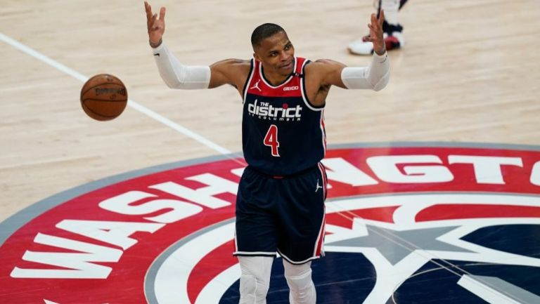 Russell Westbrook en acción con Wizards