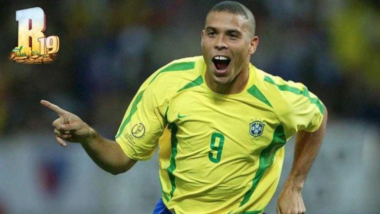 Ronaldo Nazario en festejo de gol