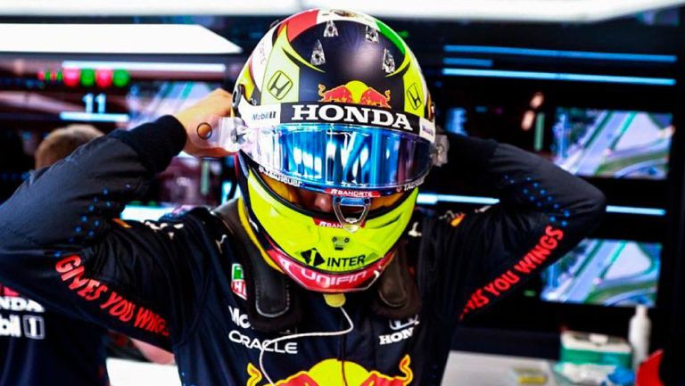 El piloto mexicano antes de la carrera