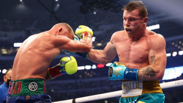 Canelo Álvarez y Saunders en pleno combate