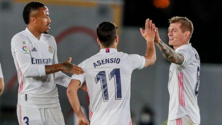Kroos y Asensio festejando un gol a favor del Real Madrid