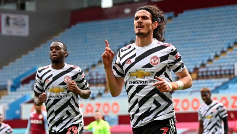 Cavani festejando el tercer gol a favor del Manchester United