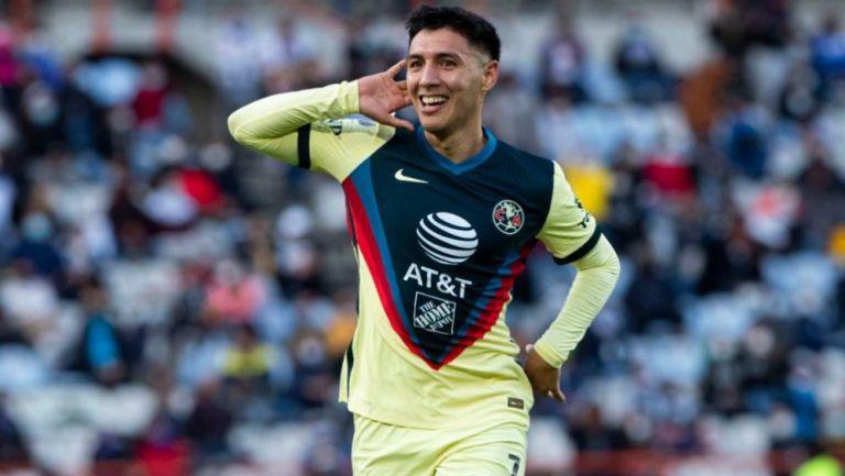 Leo Suárez en celebrando una anotación con América