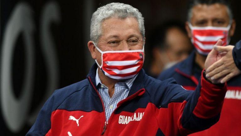 Chivas: Hizo oficial la renovación de Vucetich como su DT por un año más