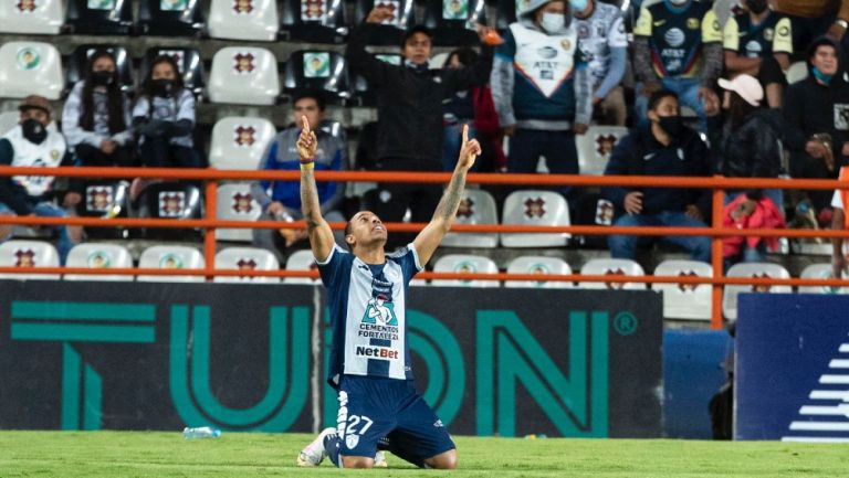 Felipe Pardo celebrando un gol ante América