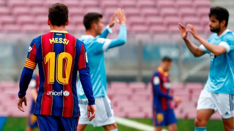 Messi y Néstor Araujo durante el partido entre el Barcelona y el Celta