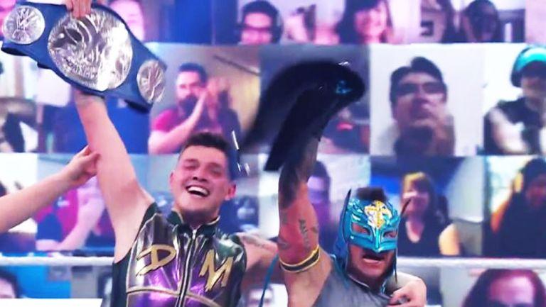 Dominik y Rey Mysterio, en festejo