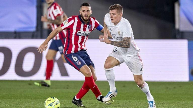 Koke y Toni Kroos en un duelo entre el Atlético de Madrid y el Real Madrid