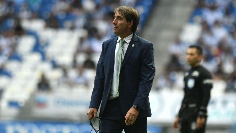 Guillermo Almada en el partido con Santos