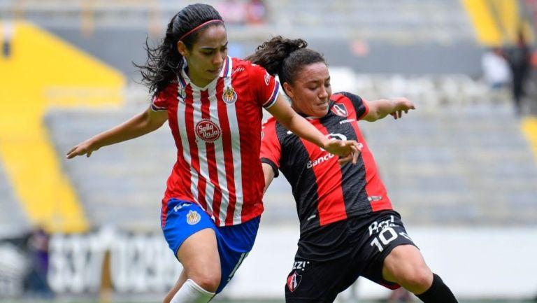 Carolina Jamarillo y Joana Robles en el Clásico Tapatío