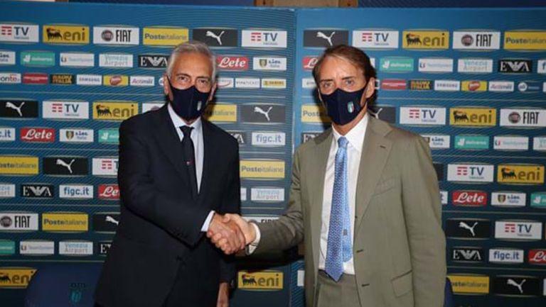 Roberto Mancini en evento de extensión de contrato
