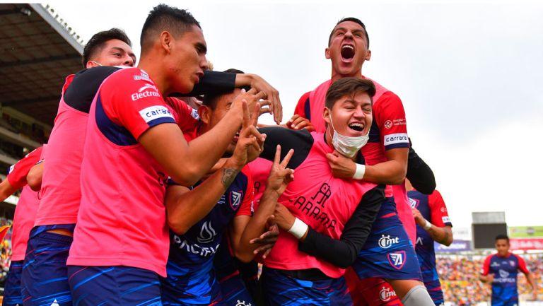 Jugadores del Tepatitlán FC festejan un gol