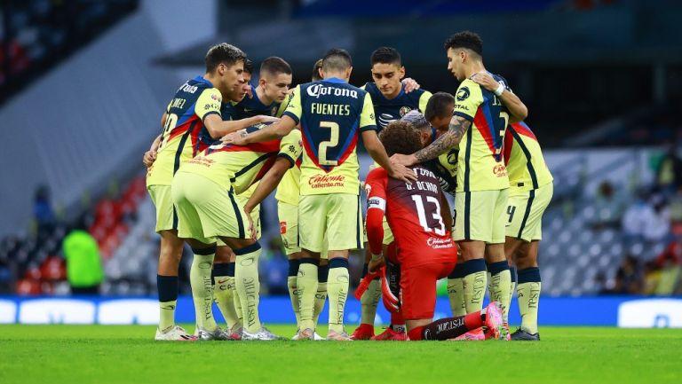 Futbolistas del América se reúnen antes de un partido