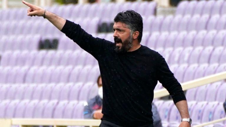 Gennaro Gattuso dirigiendo al Napoli