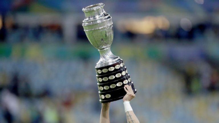 Copa América se realizaría solo en Argentina