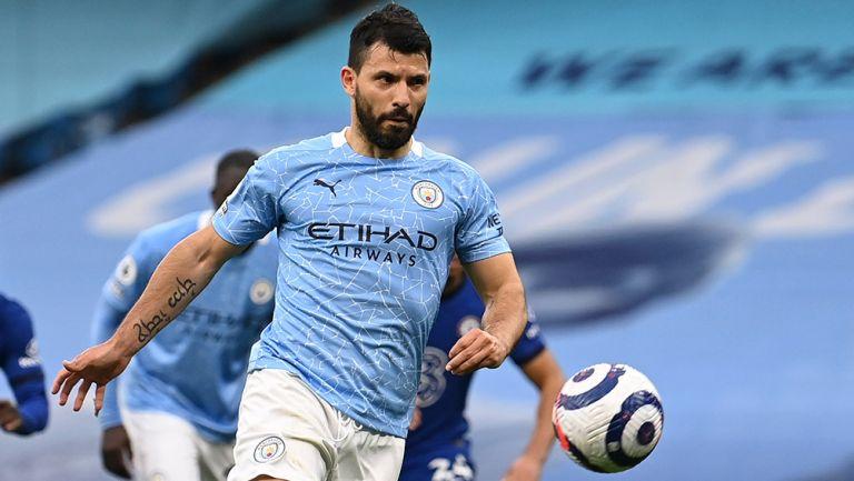Agüero cobra un penalti con el Manchester City