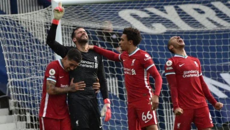 Premier League: Liverpool presentó nuevo uniforme inspirado en los años 60