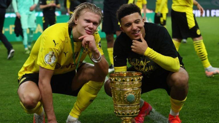 Haaland y Sancho tras ganar la Pokal