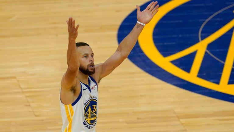Stephen Curry en acción con Golden State