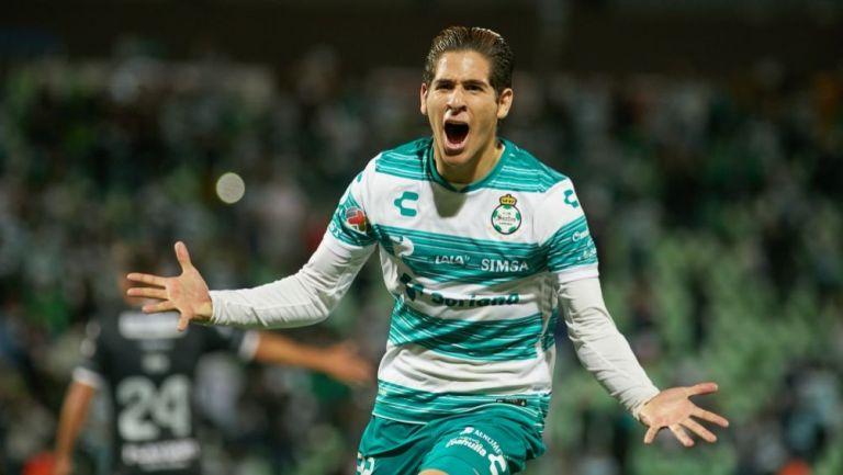 Santiago Muñoz festejando un gol a favor de Santos