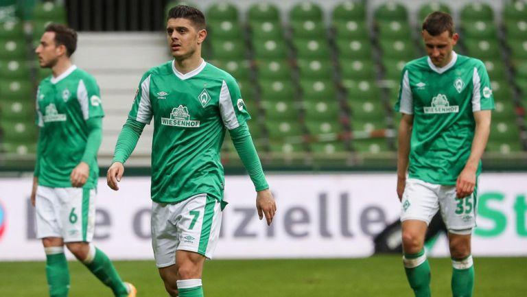 Jugadores del Bremen lamentan el descenso