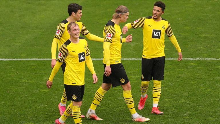 Jugadores del Borussia Dortmund al final del partido