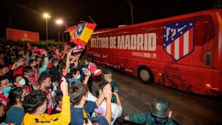 Aficionados festejando el título del Atlético de Madrid